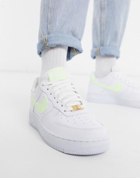 Zapatillas En Blanco Y Verde Flúor Air Force 1 '07 De Nike de ASOS en 21 Buttons