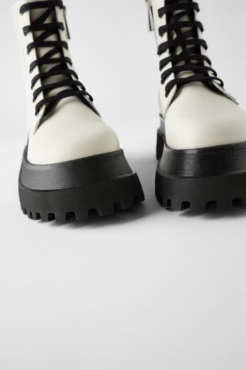 Botín Plano Piel Suela Track Cordones de Zara en 21 Buttons