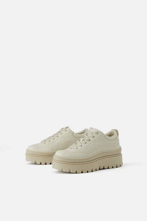 Flacher Sneaker Mit Profilsohle