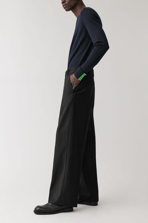 Long Wide-leg Wool Trousers de COS en 21 Buttons