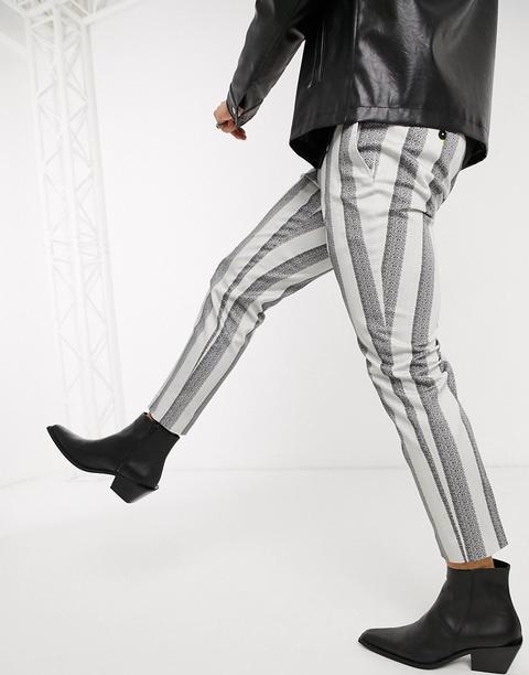 Pantalones Tapered De Corte Slim Con Cadena Y Diseño A Rayas En Crema De Twisted Tailor de ASOS en 21 Buttons