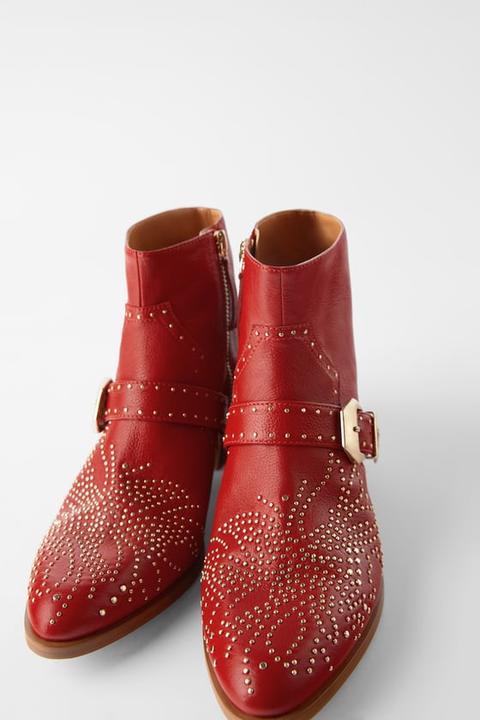 Botín Piel Tacón Cowboy Microtachas de Zara en 21 Buttons