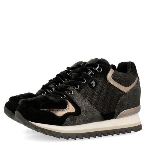 Sneakers De Mujer En Negro Con Cuña Interna Y Diferentes Texturas 41142 de Gioseppo en 21 Buttons