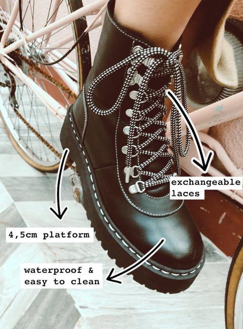 Black Boots -