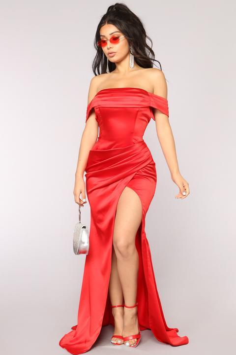 Tiara Satin Dress - Red de Fashion Nova en 21 Buttons