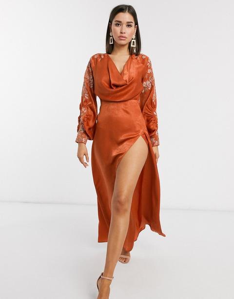 Vestido Largo De Satén Con Abertura, Cuello Desbocado Y Bordado De Punto De Cruz De Asos Design-naranja de ASOS en 21 Buttons