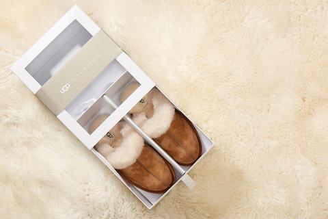 Scuffette Ii Slipper Gift Box de UGG en 21 Buttons
