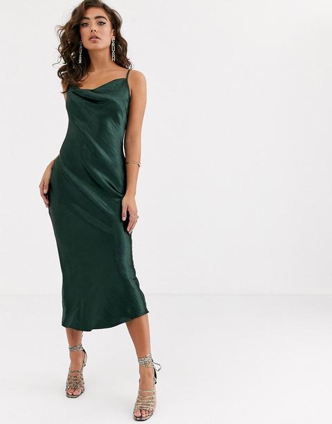 Vestido Largo De Tirantes De Satén Brillante En Verde Joya De Pretty Lavish de ASOS en 21 Buttons