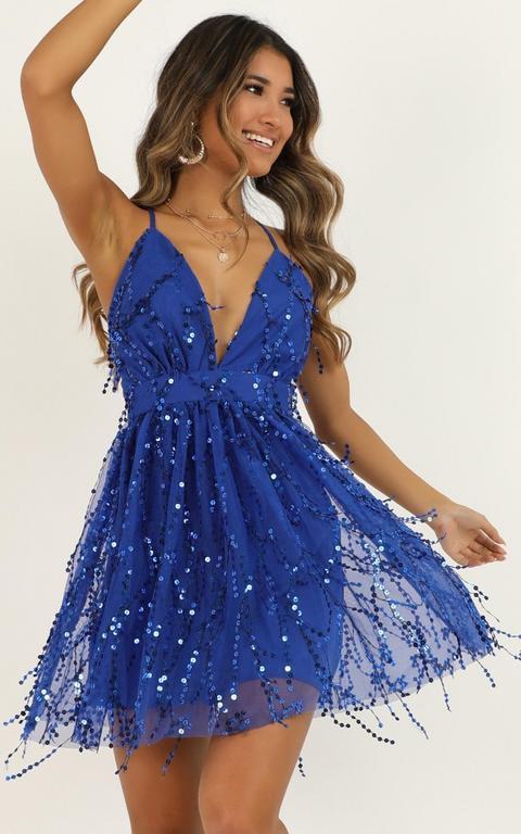 Watch The Queen Conquer Dress In Cobalt Blue Sequin de Showpo en 21 Buttons