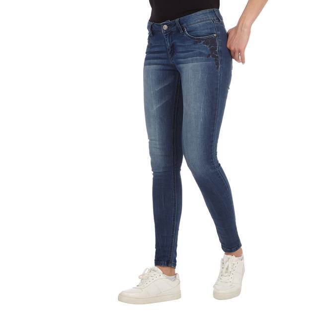 Damen Skinny Fit Jeans Mit Floralen Stickereien from Takko Fashion on 21 Buttons