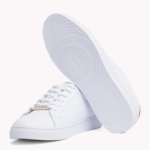 Zapatillas Deportivas Con Cordones Y Talón Metalizado