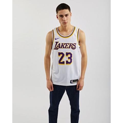 Nike La Lakers Lebron Swingman Home @ Footlocker de Footlocker en 21 Buttons