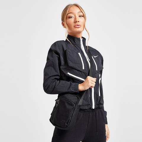 Borradura estas matraz  Nike Core Small Crossbody Bag - Black from Jd Sports on 21 Buttons