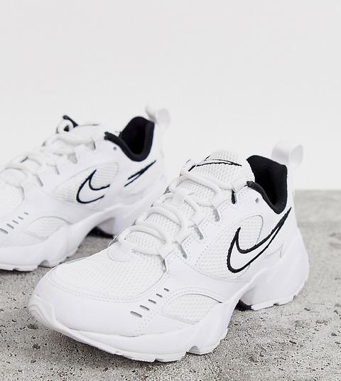 Zapatillas De Deporte En Blanco Y Negro Air Heights De Nike de ASOS en 21 Buttons