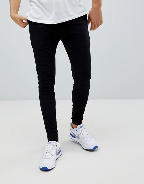nike air max blancas y azules, joggers ajustados grises con