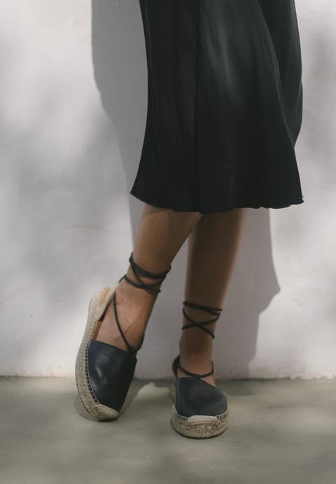 Cristinas Black