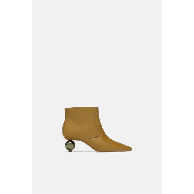 fb9ba0955da Kalia Neon Yellow Clear Fishnet Heels de Simmi Shoes en 21 Buttons