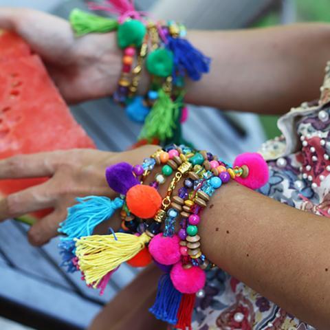 The Pom Pom To My Tassel – Colors (pack Three Bracelets) de Alameda Turquesa en 21 Buttons