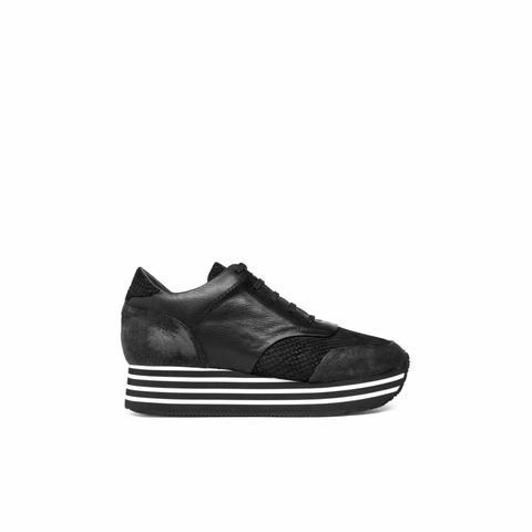 Sneaker Berlín Negra de Un Paso Mas en 21 Buttons