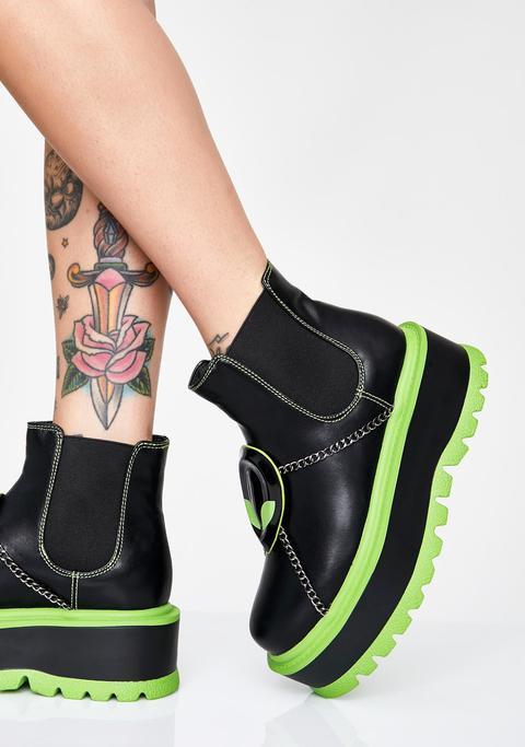 Slime Area 51 Platform Boots de Dolls Kill en 21 Buttons