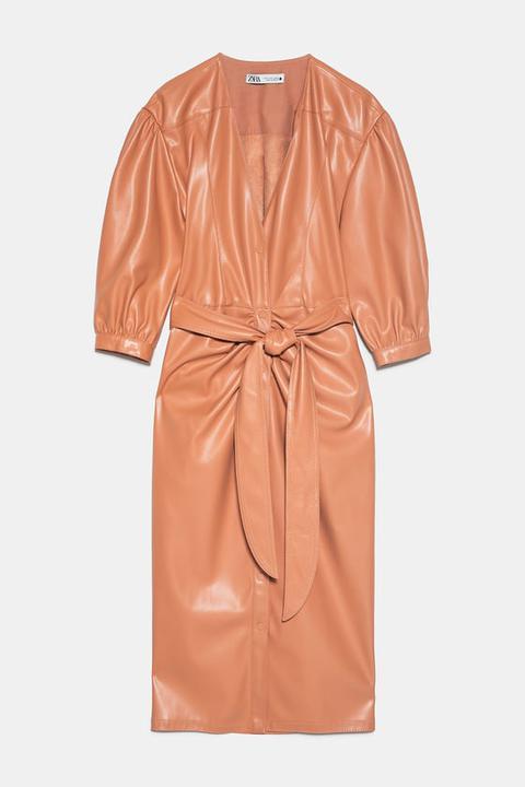 Vestido Efecto Piel Cinturón de Zara en 21 Buttons