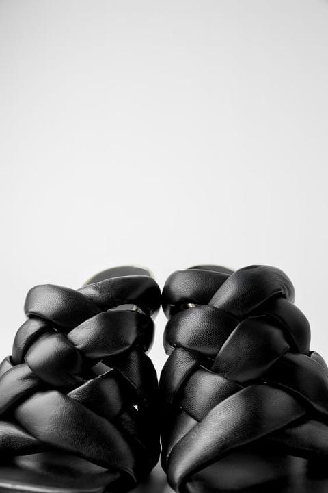Mule Tacón Piel Trenzado Acolchado de Zara en 21 Buttons
