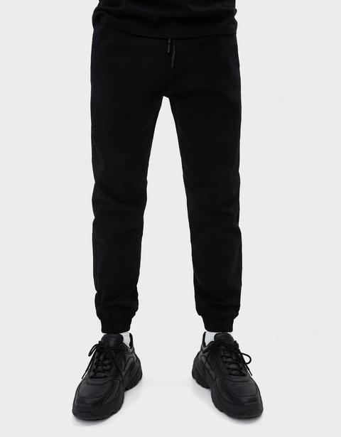 Pantalón Jogger Slim Fit de Bershka en 21 Buttons
