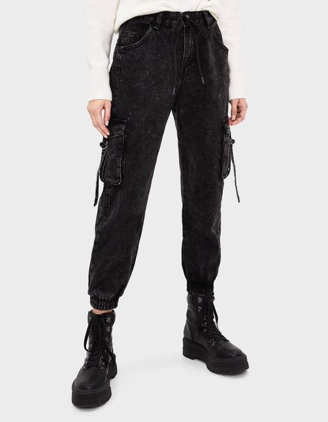 Jeans Jogger Cargo de Bershka en 21 Buttons