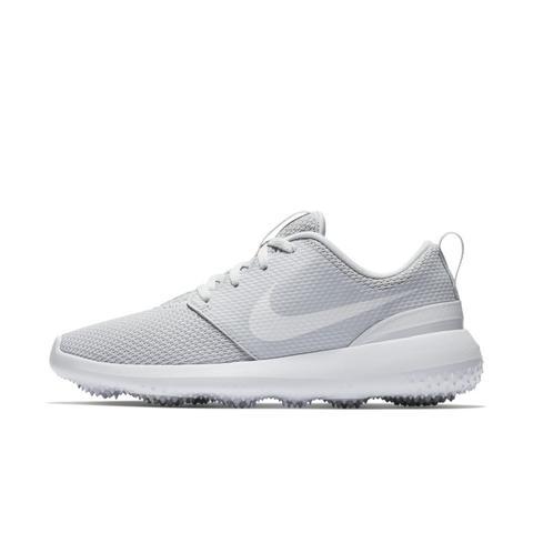 site réputé 829a5 63087 Chaussure De Golf Nike Roshe G Pour Femme - Argent from Nike on 21 Buttons