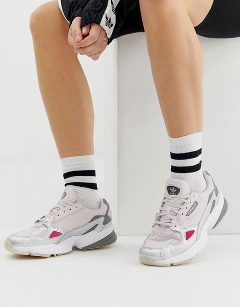 Zapatillas De Deporte En Gris Y Plateado Falcon De Adidas Originals de ASOS en 21 Buttons
