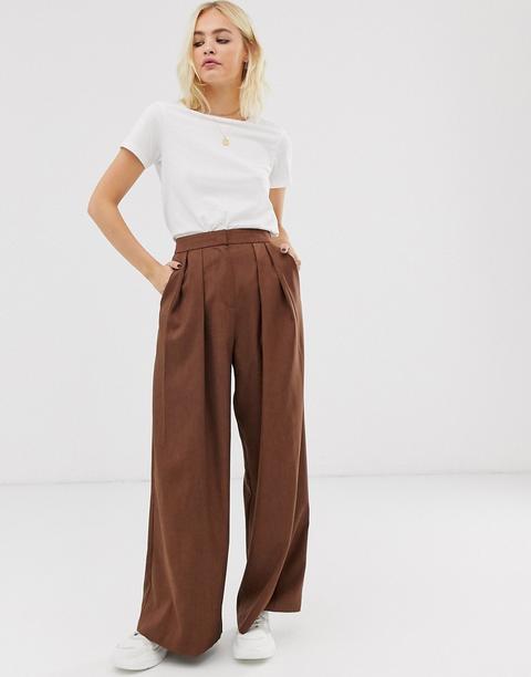 Pantalones Con Pliegue Delantero En Marrón De Asos White de ASOS en 21 Buttons