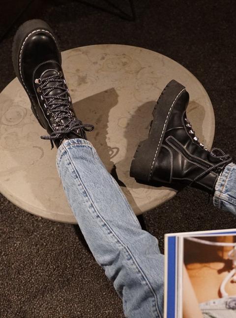 Black Boots de Laagam en 21 Buttons