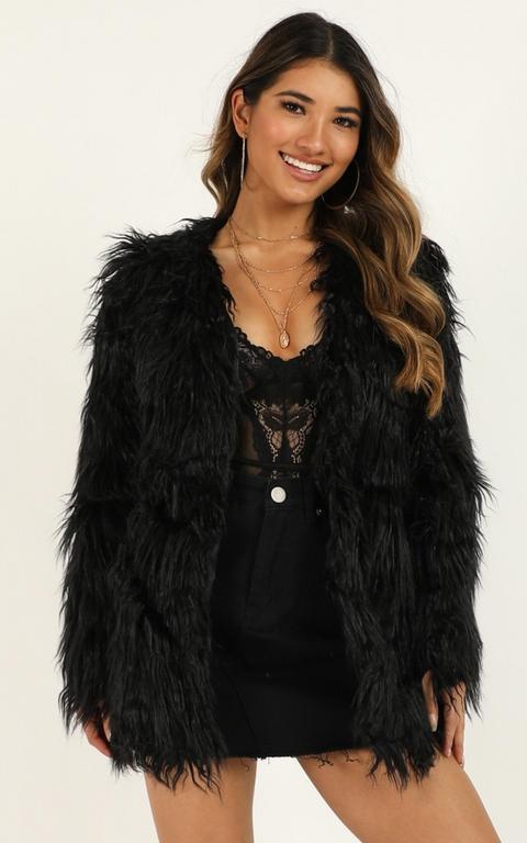 Faux Real Coat In Black de Showpo en 21 Buttons