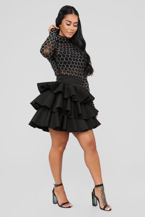 Queen Of Ruffle Skirt - Black de Fashion Nova en 21 Buttons