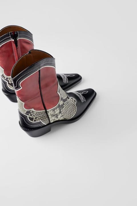Botín Piel Tacón Cowboy Combinado de Zara en 21 Buttons