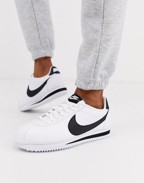 Zapatillas De Deporte De Cuero En Blanco Y Negro Classic Cortez De Nike de ASOS en 21 Buttons