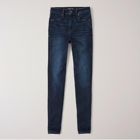 Jeans Superajustados Marcados De Tiro Alto de Abercrombie & Fitch en 21 Buttons