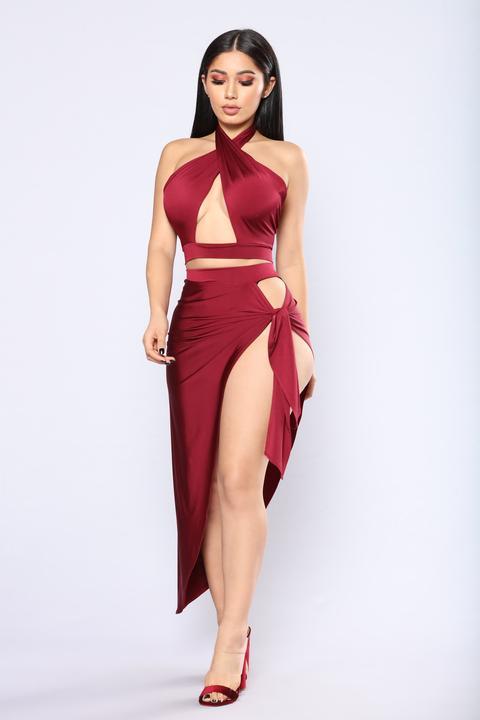 Egyptian Queen Cutout Set - Burgundy de Fashion Nova en 21 Buttons