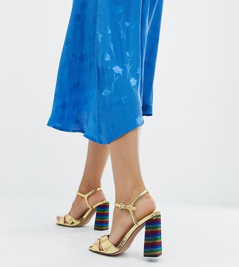 Asos Design - Wisdom - Sandalen Mit Blockabsätzen In Glitzernden Regenbogenfarben Und Weiter Passform - Gold