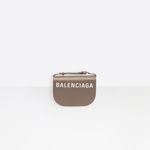 Ville Day Bag Xs En Cuir Petit Grain Marron Clair, Avec Garnitures En Palladium Semi-brillant Et Logo Blanc Incrusté