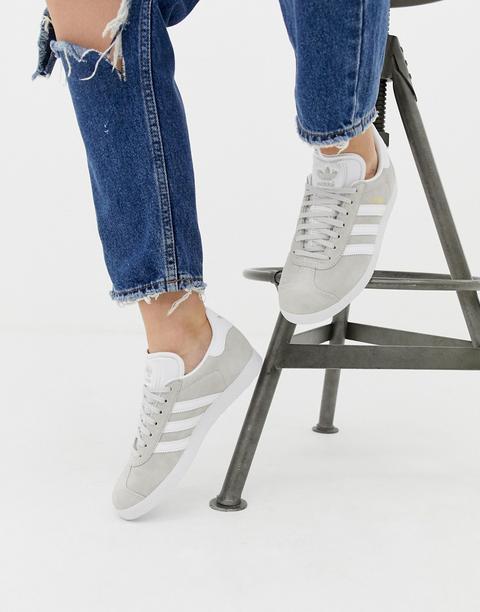 Zapatillas Gazelle En Gris Y Blanco De Adidas Originals de ASOS en 21 Buttons