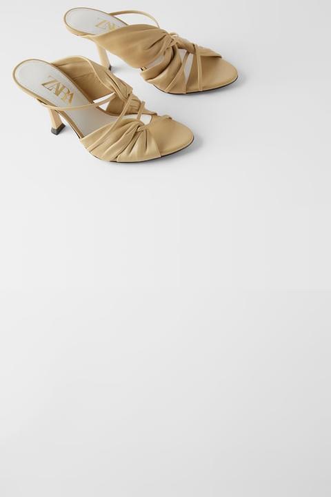 Sandalia Tacón Piel Fruncida de Zara en 21 Buttons