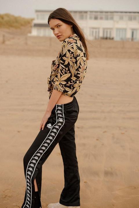 Kappa Black Taping Popper Track Pants Womens L de Urban Outfitters en 21 Buttons