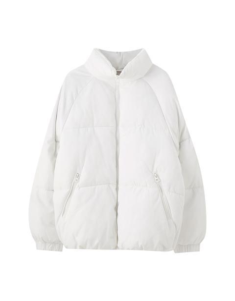 Cazadora Acolchada Oversize Blanca de Pull and Bear en 21 Buttons